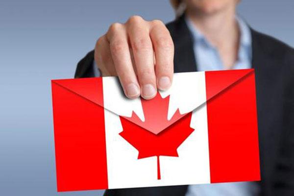 加拿大生的孩子是加拿大籍吗?能不能上中国户口?