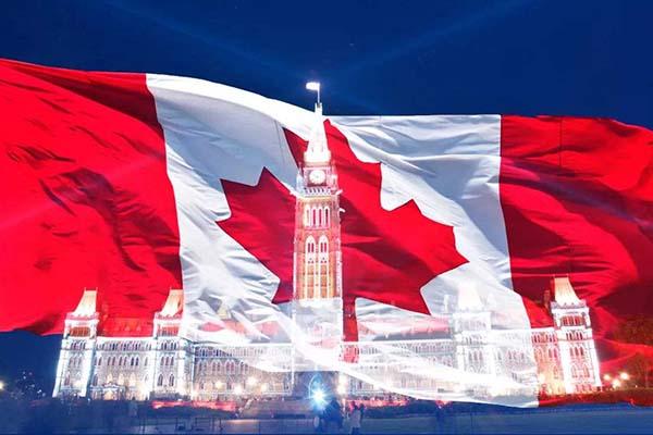 加拿大生孩子后父母获永居?