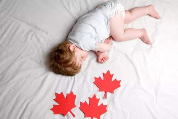 赴加生子福利:加拿大生孩子给多少补贴?