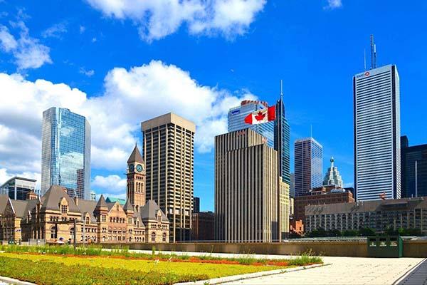 在加拿大生孩子好不好?详解赴加产子的利和弊