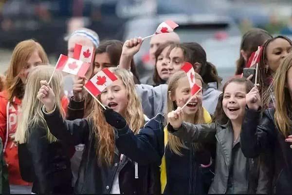 赴加拿大产子的好处是什么?宝宝受益,全家沾光
